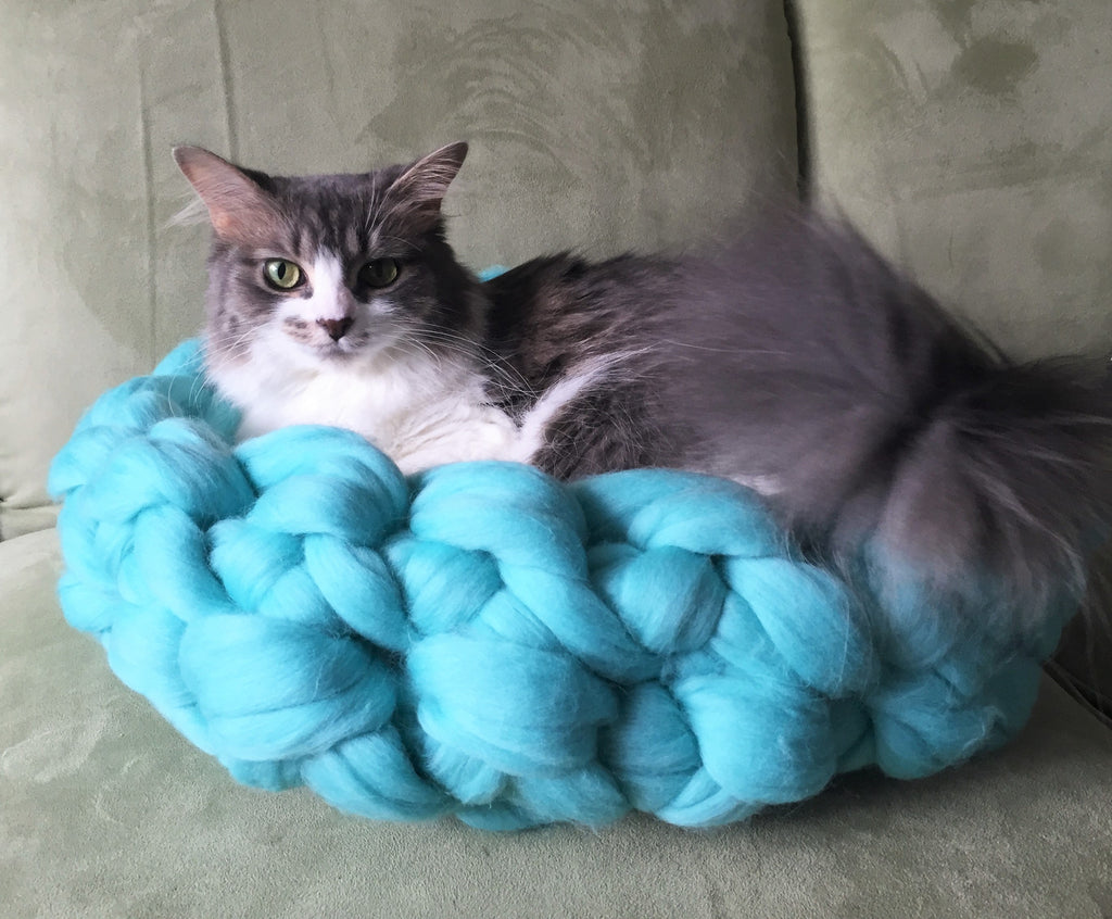 Arm crochet your own cat bed!