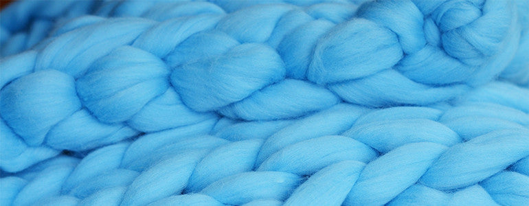 sky-blue-colored-giant-knit-pattern-closeup