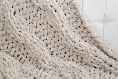 Chunky Chenille Yarn Blanket, Cable knit. Video tutorial