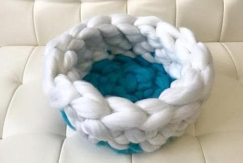 Cat Bed, Vegan yarn, 15 in