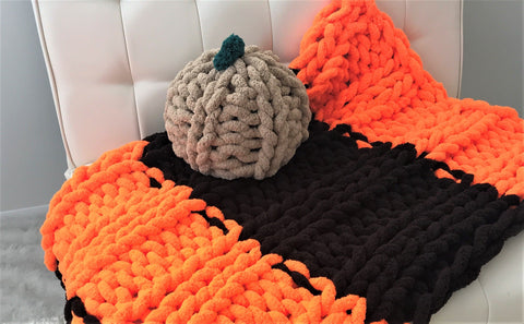 Pumpkin Pillow, Chunky chenille yarn