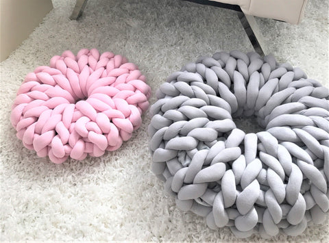 Donut Pillow, Tube yarn