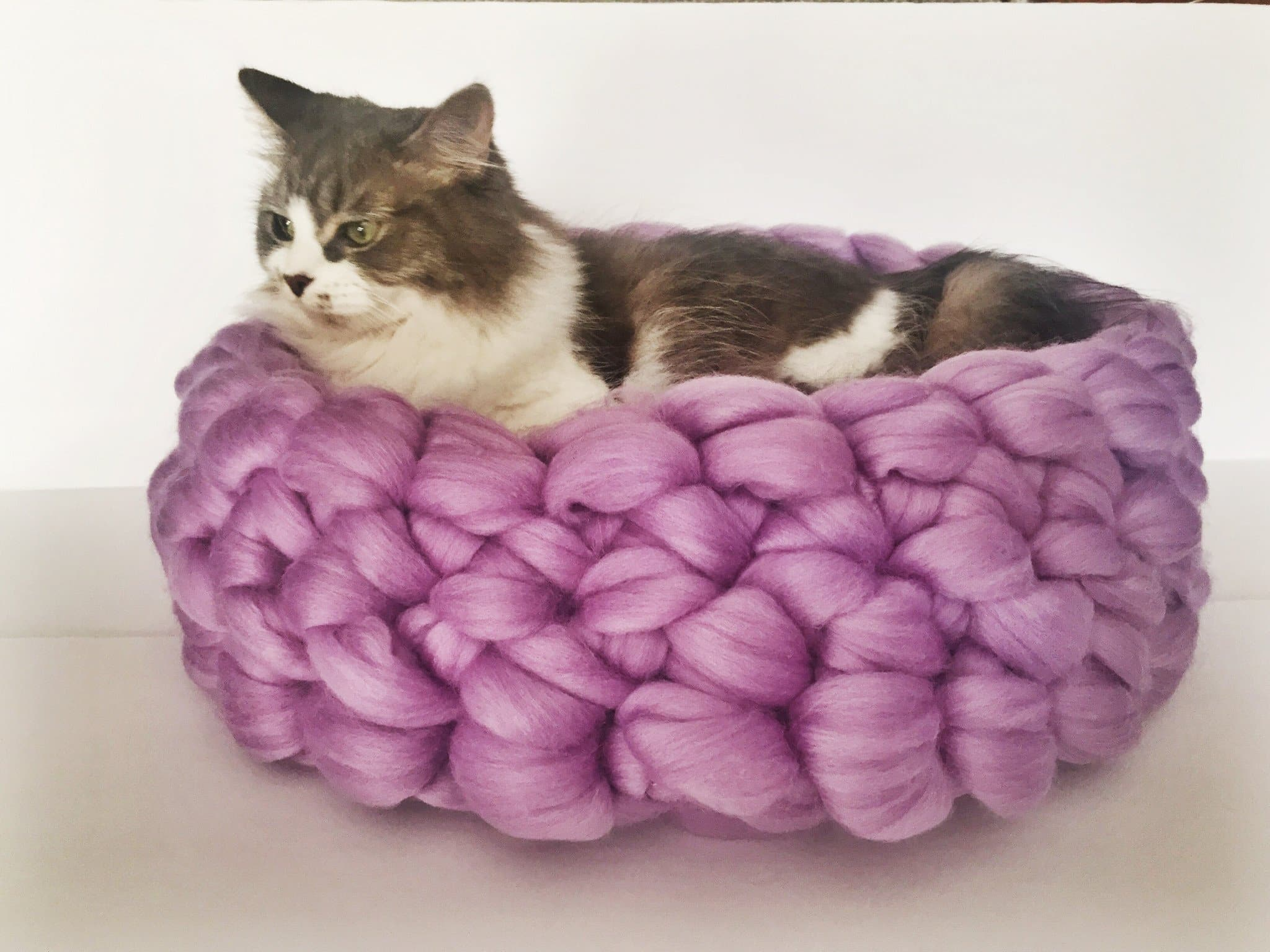 Tutorial: Super Bulky Crocheted Cat Bed | Red-Handled Scissors | 1536x2048