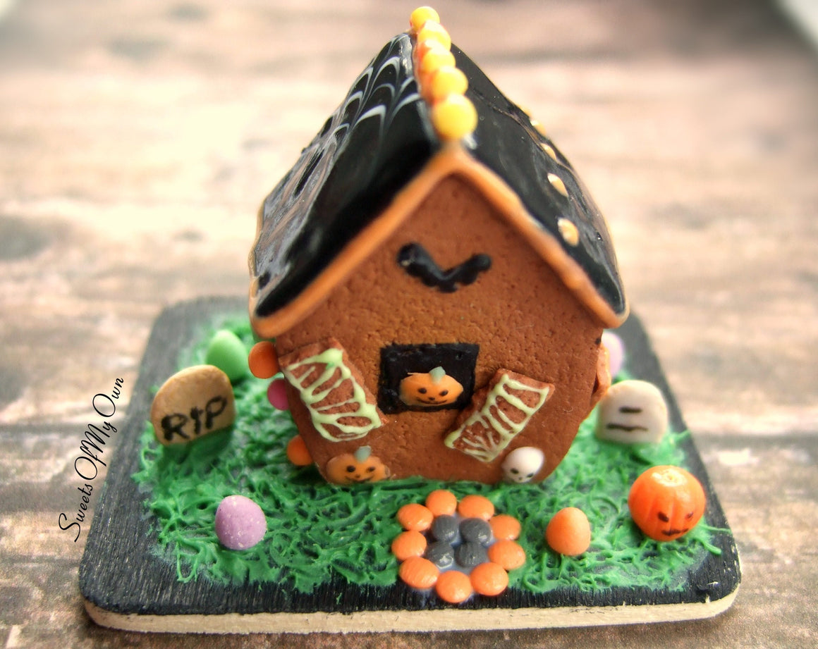 Miniature Halloween Gingerbread House 1:12 Scale