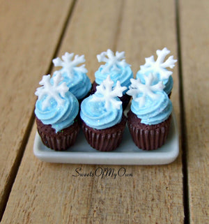 Miniature Winter Cupcakes 1:12 Scale - SweetsOfMyOwn