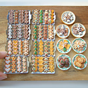 Plate of Miniature Biscuits - Gingerbread Stars 1:12 Scale - SweetsOfMyOwn
