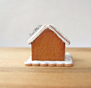 Miniature White Icing Style 2 Gingerbread House 1:12 Scale - SweetsOfMyOwn