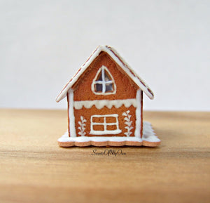 Miniature White Icing Style 1 Gingerbread House 1:12 Scale - SweetsOfMyOwn