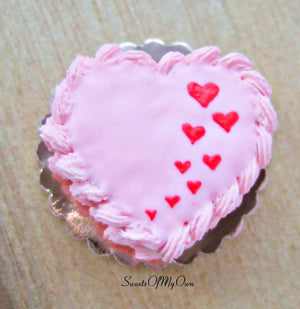 Miniature Pink Heart Shaped Cake with Piped Frosting - Doll House 1:12 Scale - SweetsOfMyOwn