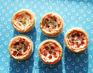 MTO - Miniature Whole Pizza - Dolls House 1:12 Scale Food - SweetsOfMyOwn
