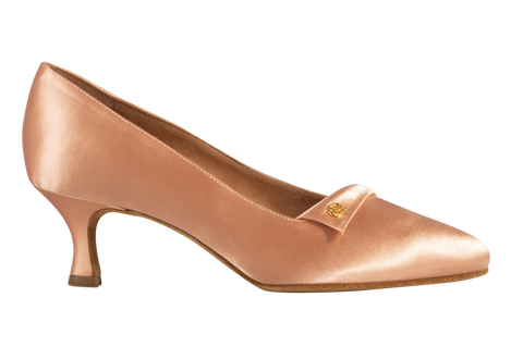 The artisans of Dance Naturals have made these pair of shoes to give you the perfect décolleté, with a comfortable fit and a unique look. A rounded point, embellished by a fine lapel, will gently define the waves of your elegance.
