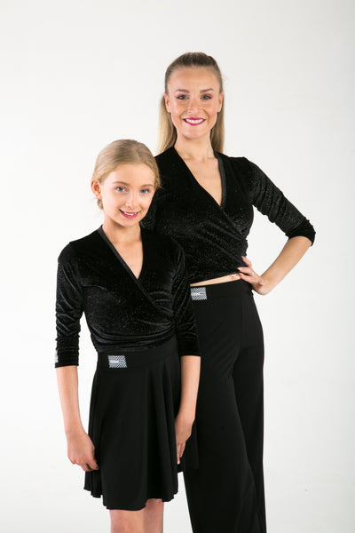 Add a little sparkle to this classic dance wrap, comfortable and essential.  The classic wrap is so versatile it goes with almost everything!  Available in the Glitter Velvet & Dance crepe, it's a must have piece for Children and Adults.