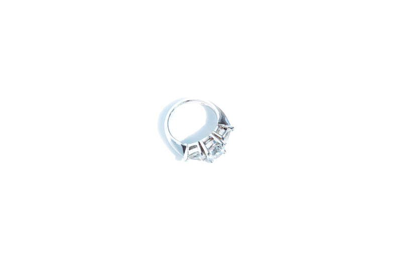 Round with pear shaped side ring