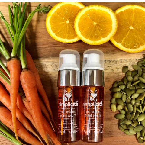 provitamin A and vitamin B from Carrots and Hazelnuts in Antioxidant Plant Serum