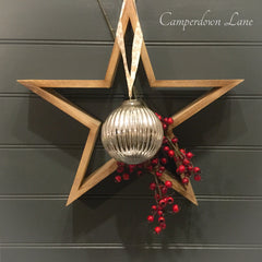 Star with bauble and berries decoration