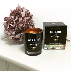Willow and Honey Scented Candle Cuban Tobacco and Oak