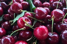 SWEET RED CHERRIES 2 LBS (SEASONAL SUMMER)