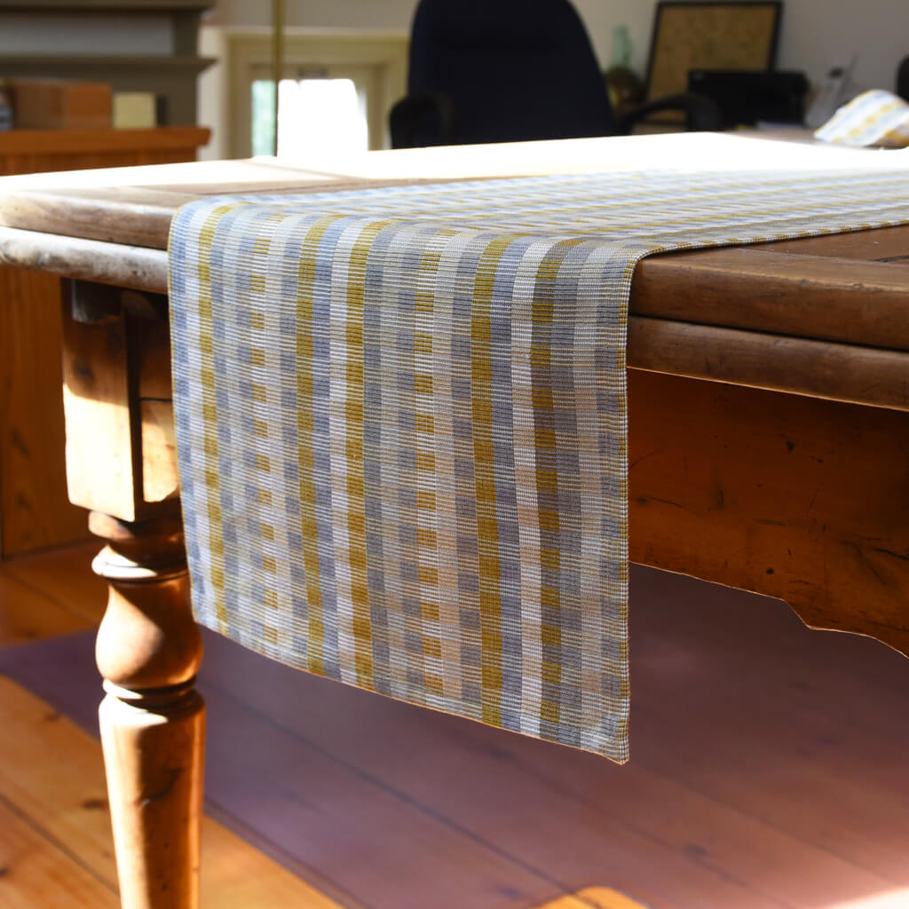 Cuadritos Table Runner Champagne