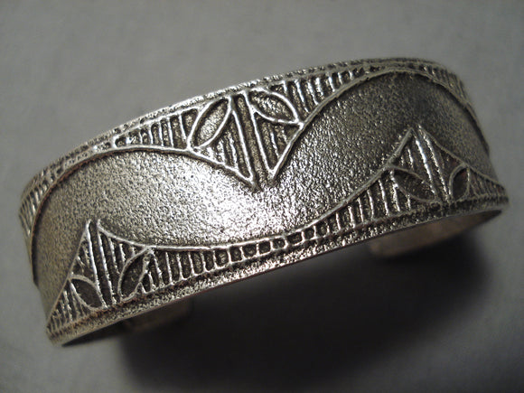 Wonderful Vintage Santo Domingo Sterling Silver Native American Bracelet Old