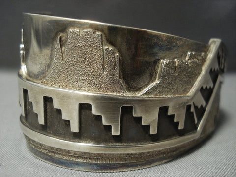 Important Taa'ishoii Vintage Navajo Ray Scott Pueblo Sterling Native American Jewelry Silver Bracelet-Nativo Arts