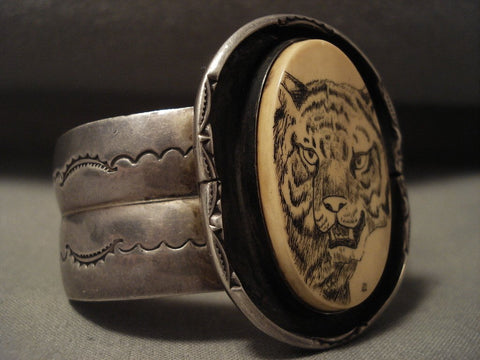 Museum Vintage Navajo 'Hand Carved Scrimshaw' Native American Jewelry Silver Bracelet Old-Nativo Arts