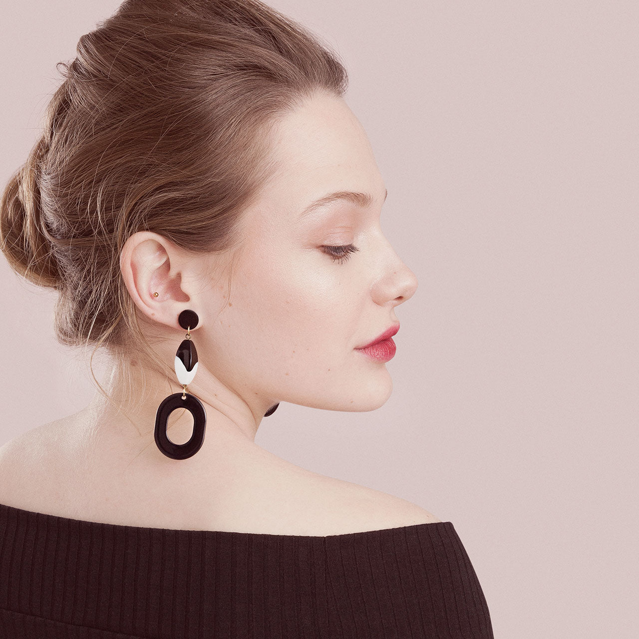 Piston Earrings in black and white (SD1349)