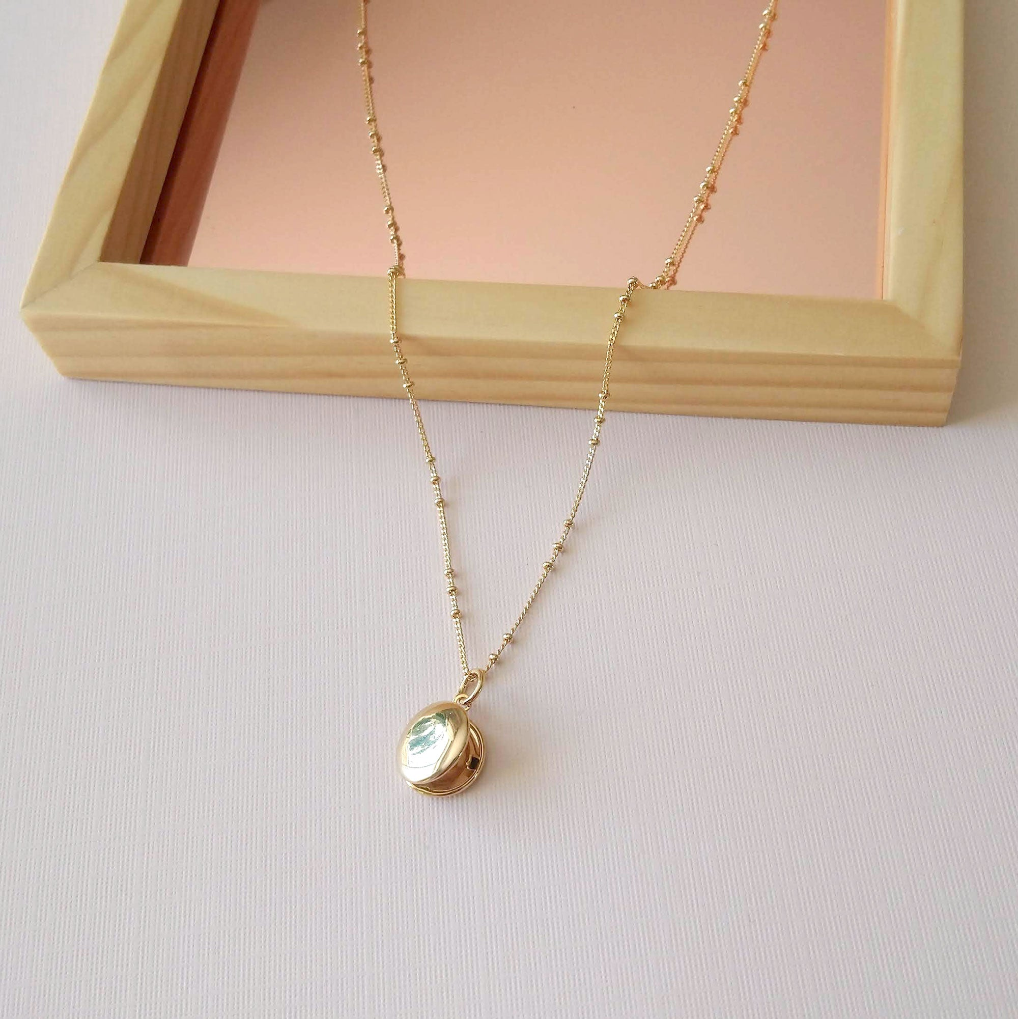 round locket pendant gold