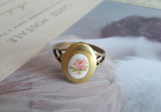 Secret Keeper Locket Ring in pink (SD162)
