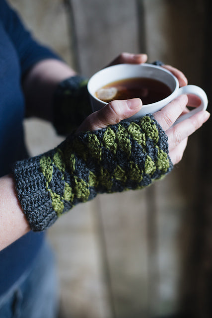 Wicken Mitts by Kat Goldin