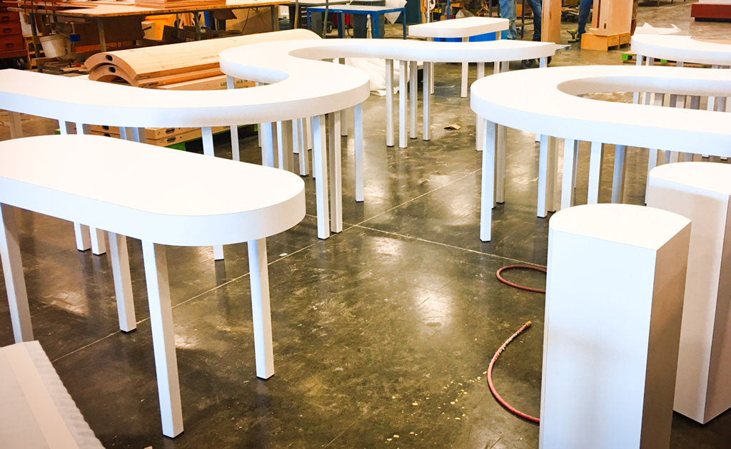 Metal table legs 'Pillar' in white by Symmetry Hardware