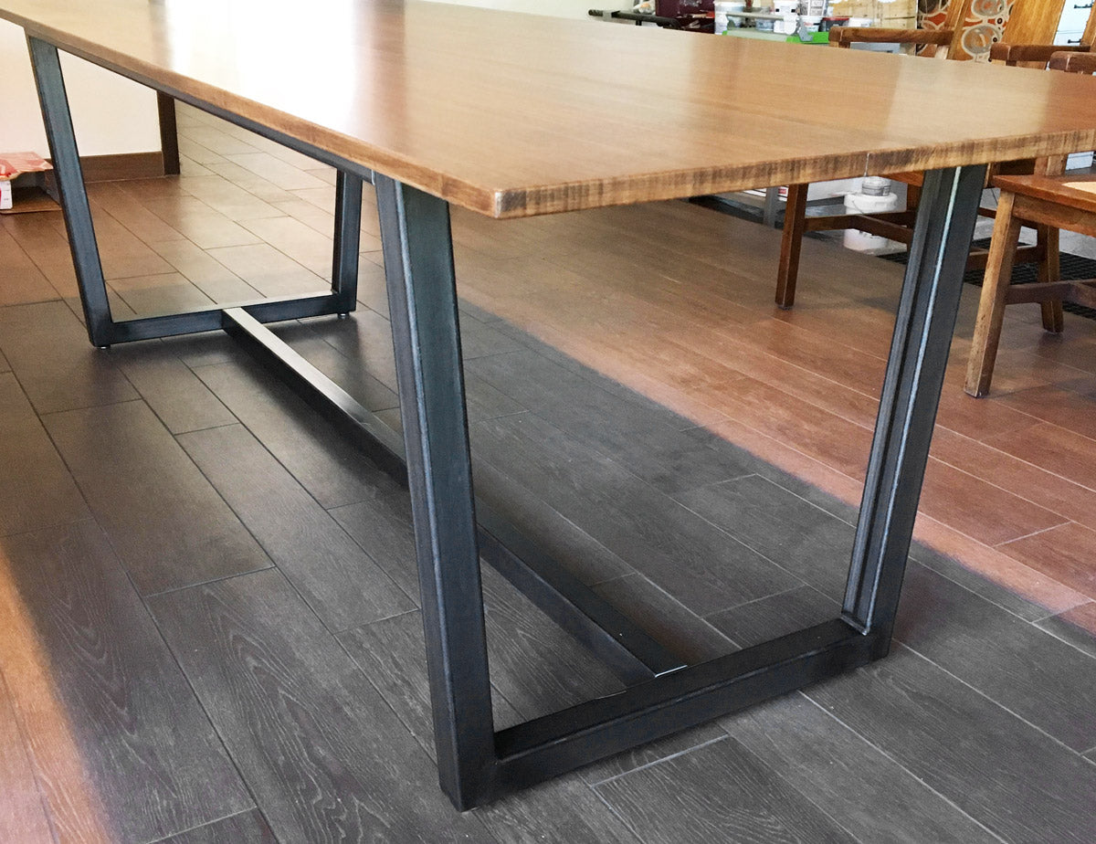 'Villa' dining metal table base