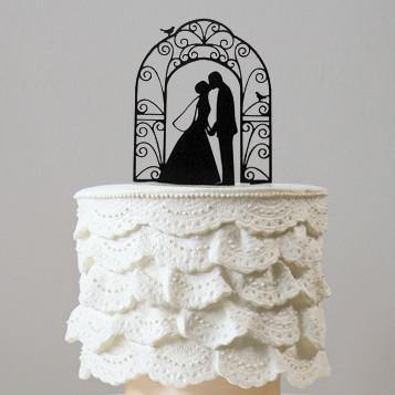 Romantic Cake Topper Decoration (Bride Groom Kissing under Wedding Arch)