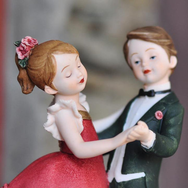 Wedding Gift (Groom Bride Figurine /Cake Topper Figure /Kiss & Dance)