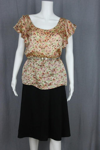 MINI-FLORAL TOP WITH FLUTTER SLEEVE