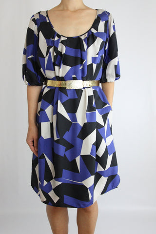 GRAPHIC PRINT SMOCK DRESS