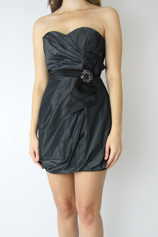 STRAPLESS SATIN TULIP DRESS WITH WAIST BROOC