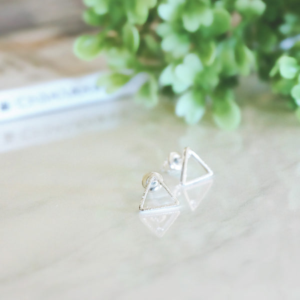 Minimal Triangle Stud Earrings - TYPENU Co - 3