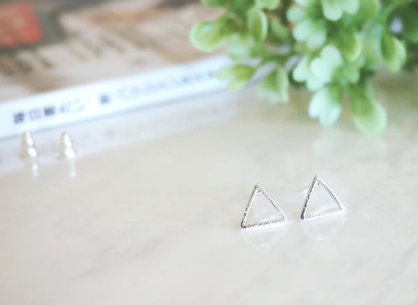 Minimal Triangle Stud Earrings - TYPENU Co - 1