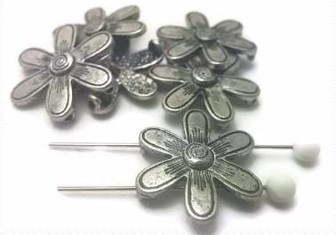Large_silver_floral_2_hole_beads_Z3_N5