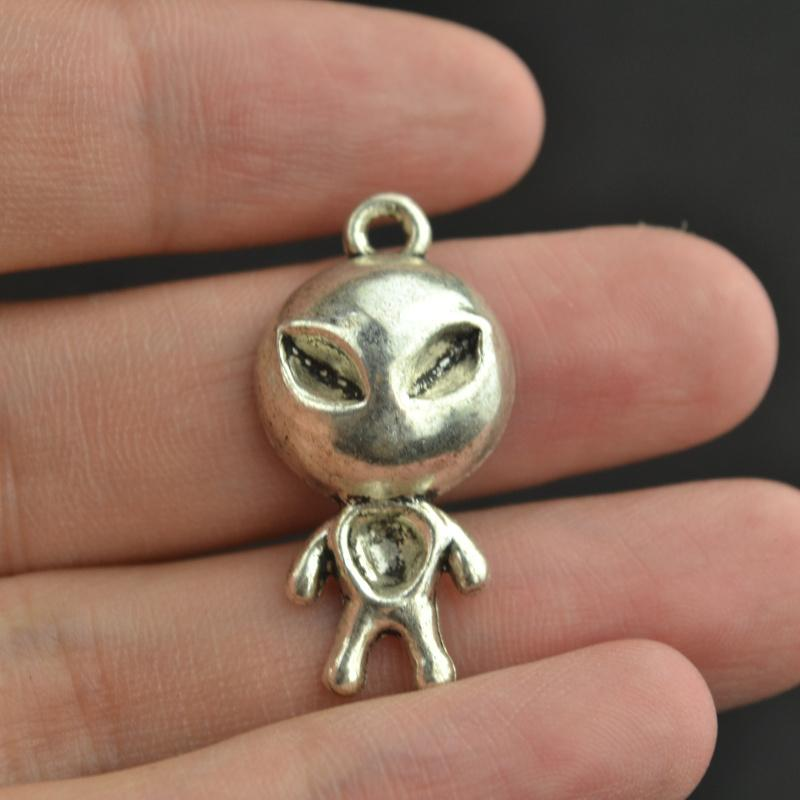 8 pcs  antique silver  Alien charms - mobile-boutique.com