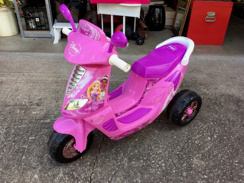 #532 Disney princess scooter power wheels