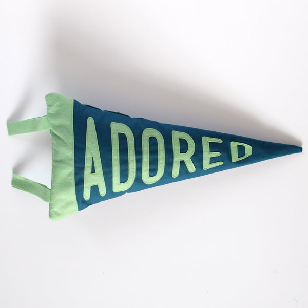 Mini pennant cushion ADORED - Connie Clementine
