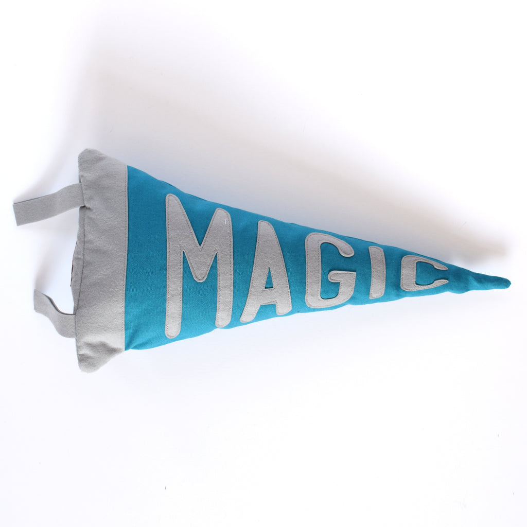 Mini pennant cushion MAGIC - Connie Clementine