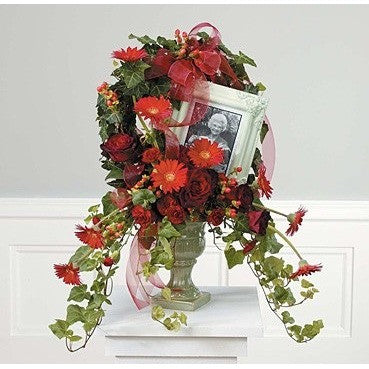 Elegant and Clasy Pink Amaryllis and Callas Flowers Tribute