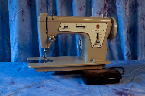 Singer 237 Fashion Mate - Vintage Sewing Machine