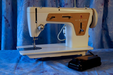 Singer 237 - Vintage Sewing Machine