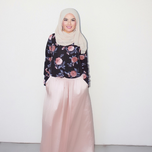 B. ZARINA STYLE GUIDE. OMAYA IN THE PEACH SHELL MAXI SKIRT