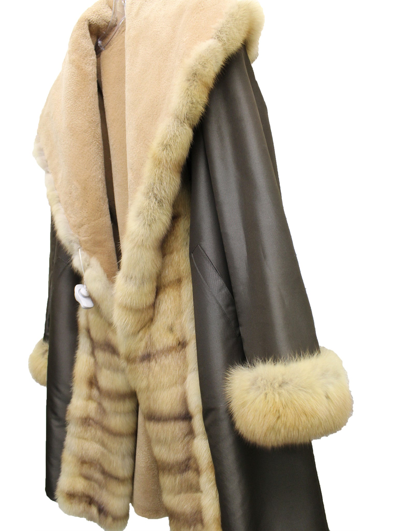J. Mendel Sable and Beaver Fur Reversible Coat w/Hood (Size M) - Encore Consignment - 14