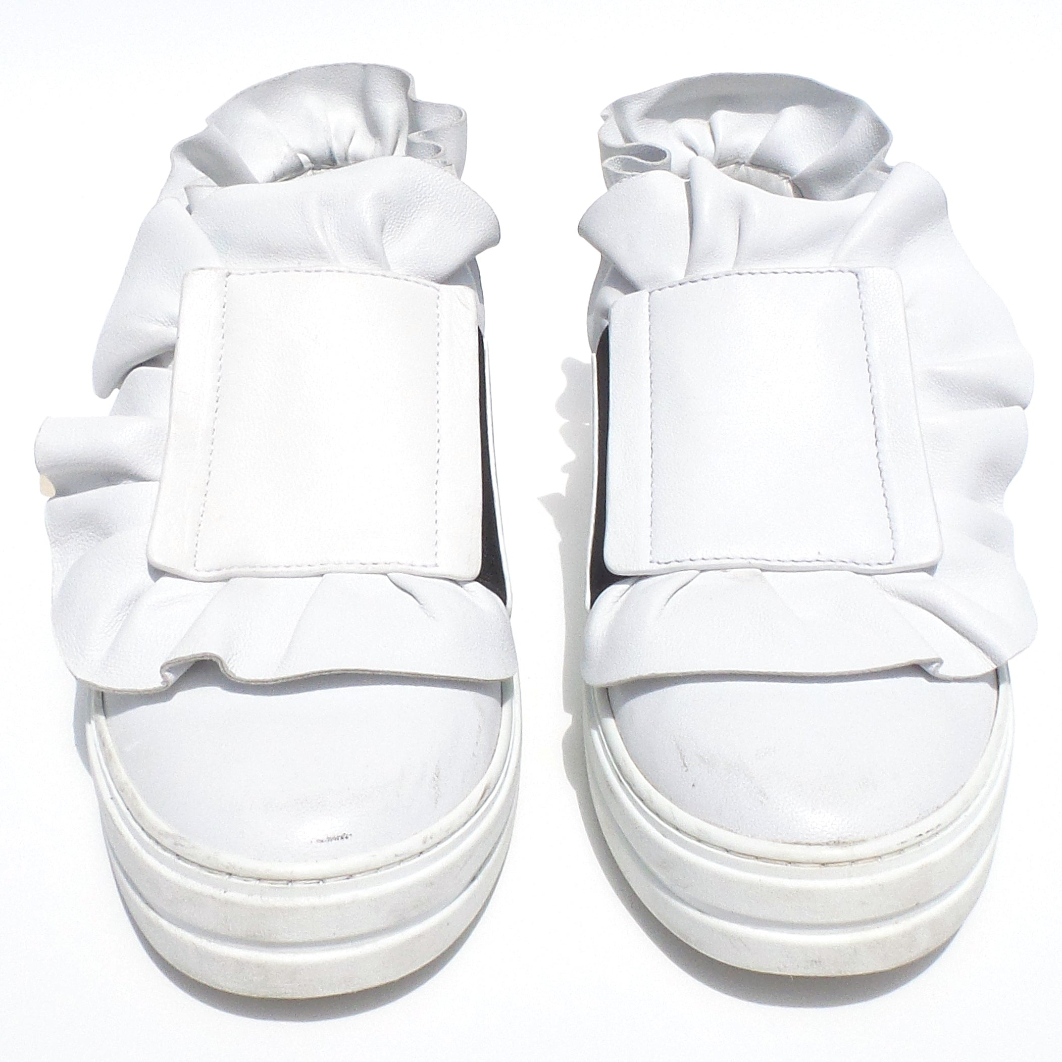 ROGER VIVIER Sneaky Viv White Leather Ruffled Trim Gold Tone Zip Sneakers 39 GUC