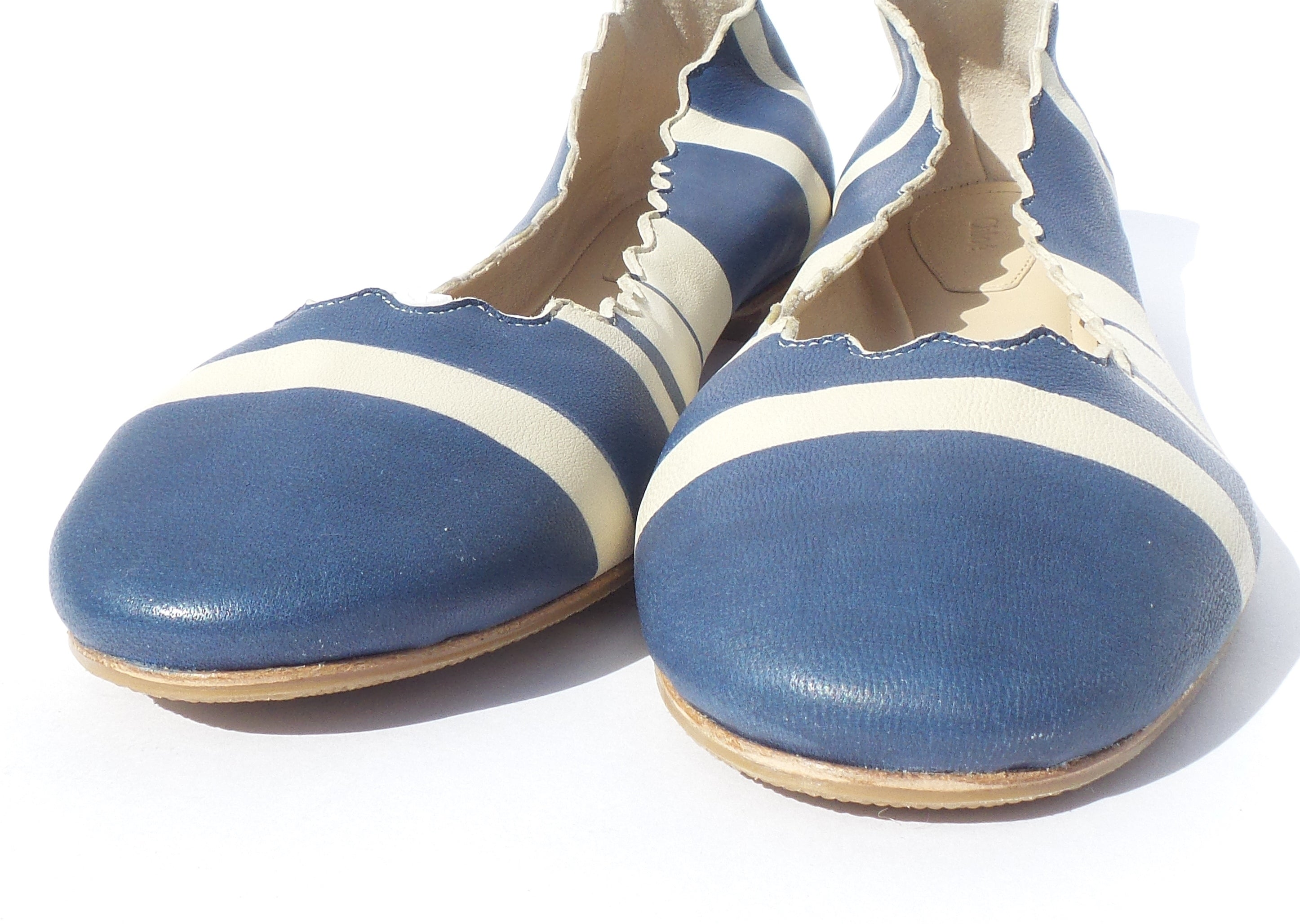 CHLOE Lauren Blue Creme Ivory Striped Smooth Leather Scalloped Ballet Flats 39.5